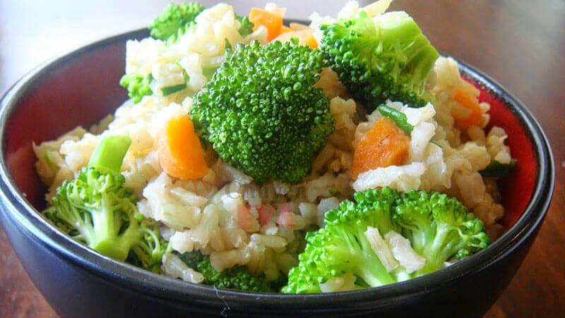 giảm cân với cơm và rau
