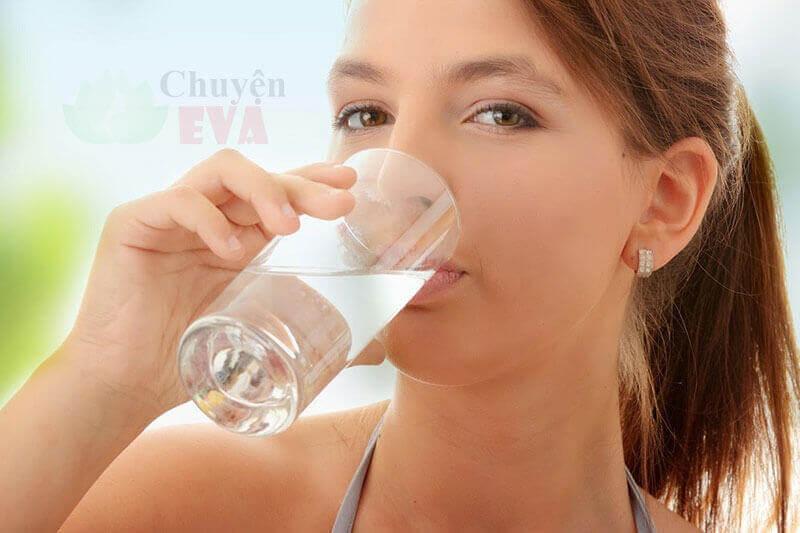 uống nước buổi sáng